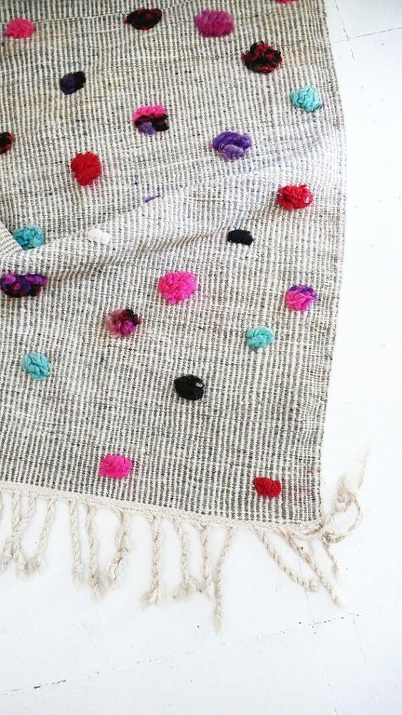 Vintage Moroccan Wool Rug Circles colored wool por lacasadecoto