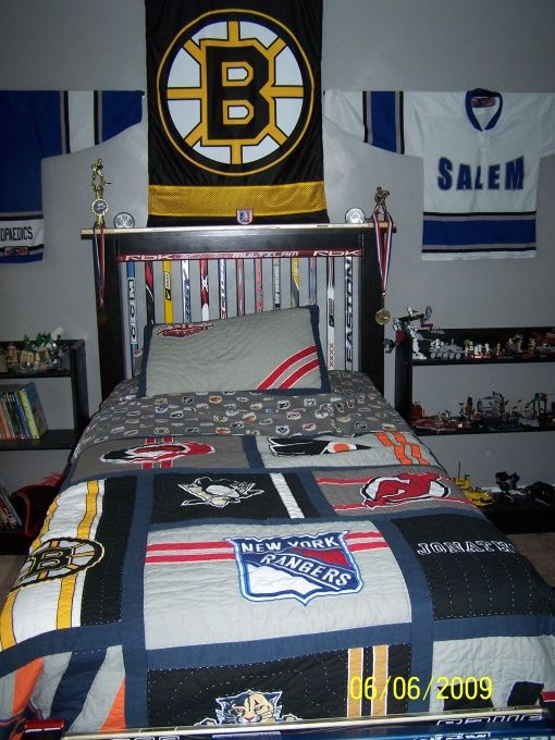 Nhl jerseys jersey and quilt on pinterest for Bruins bedroom ideas