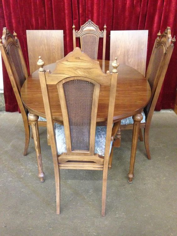Sklar Peppler Wood Table with 2 Leafs and 4 Chairs