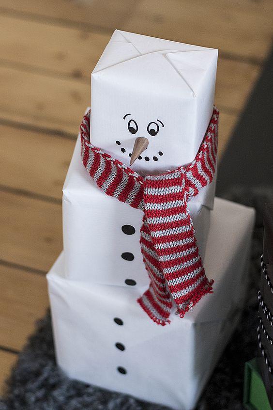 envolver regalos de navidad muñeco de nieve