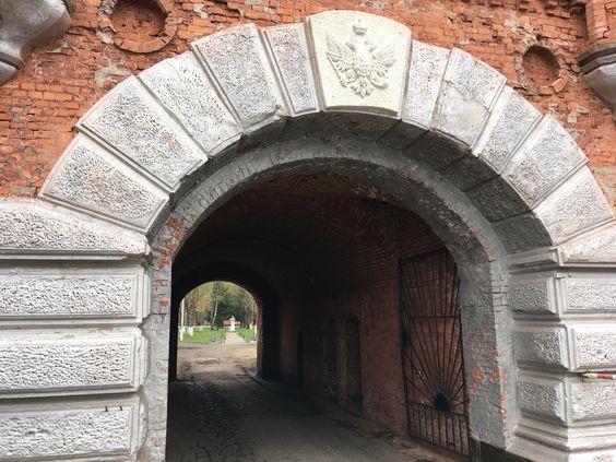 Герб над входом в Пиллау. Фото: Vladimir Shveda