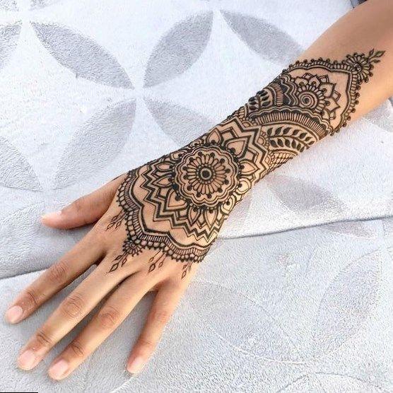 Hennatattoo Tattoo Cool Tattoos Simple Celebrity Back Tattoos Female Tattoo Designs For Men Henna Designs Hand Henna Tattoo Designs Henna Inspired Tattoos