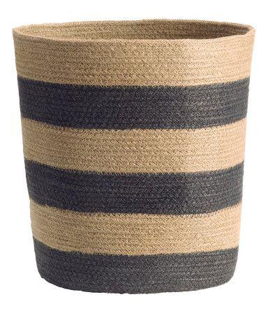 Aufbewahrungskorb aus fester Jute. Durchmesser 24 cm, Höhe 30 cm.