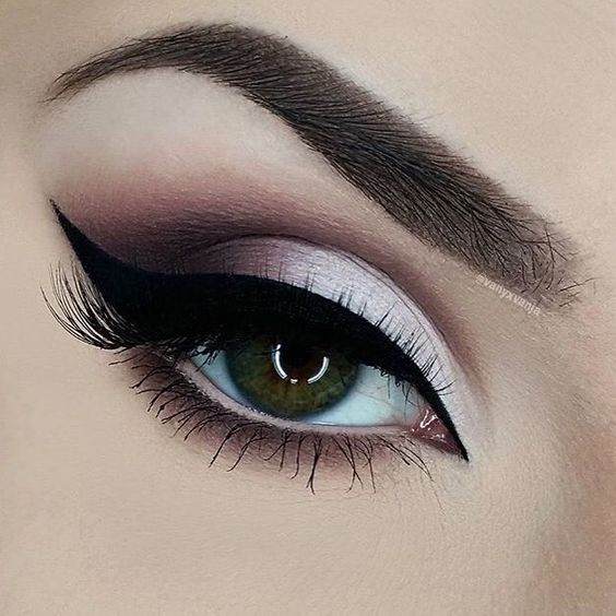 Double-tap if you would try this gorgeous eye look by @vanyxvanja! She used our Medium Brow Powder Duo to define her brows. // #sigmabeauty: