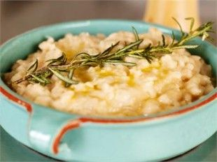 White Bean Mash by Nigella Lawson. This is a garlicky, lemony, ultra-fabulous, utterly addictive bean mash. It's the perfect accompaniment to the Flash-Fried Steak. | #recipe #white_beans