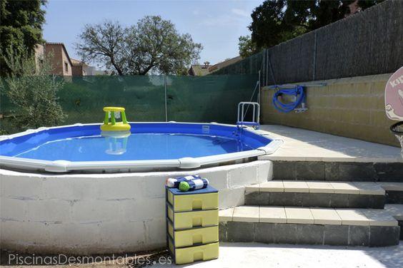 piscina ovalada gre con escalera de obra y plataforma en