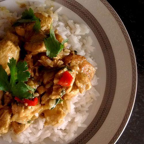 Frango com curry e leite de coco
