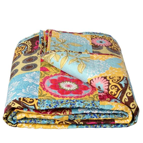 No renuncies al color colcha #patchwork de #oferta hogaresconestilo.com #home #hogar #decoración