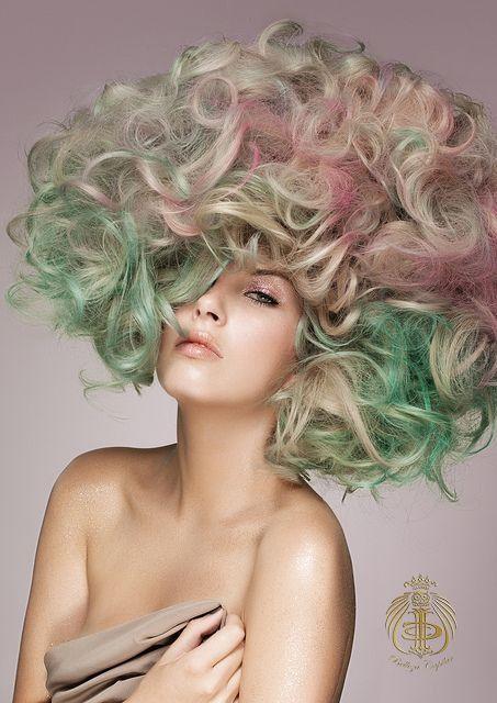 Un look muy voluminoso con un color muy atrevido. Christian Disz by.Belleza Capilar www.bellezacapilar.com.ar