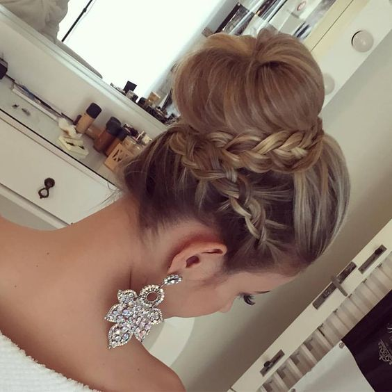 Penteado coque com trança - aprenda a fazer penteados para casamentos #penteados #cabelos #casamento #noiva #madrinhas