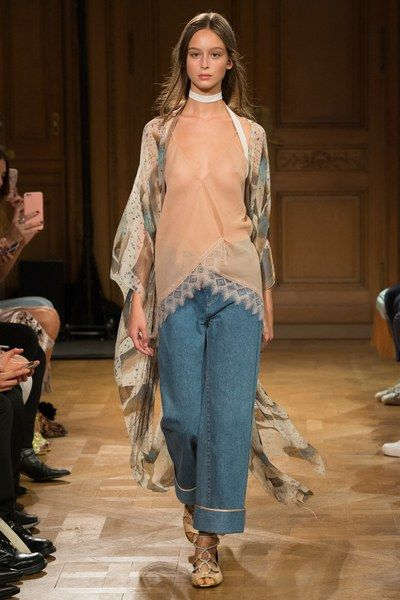 See the complete Vionnet Spring 2017 Ready-to-Wear collection.
