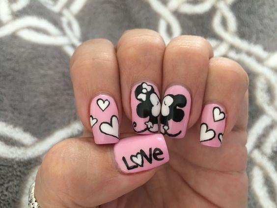 Kissing Disney Minnie and Mickey gel nails. #cutenails #nails #nail #disneynails #disney #kissingmickeyandminnie #gelnailart