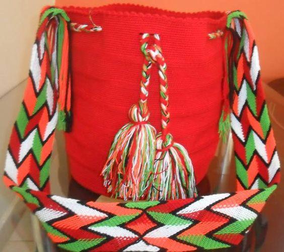 ANDRES LIEVANO Soy un Diseñador colombiano dedicada a la marroquinería de excelente calidad Tipo Exportación, trabajo de la mano con artesanos colombianos. Nuestros diseños exclusivos en textiles tejidos y Cuero son elaborados 100 % a mano por nativos de nuestra Cultura Wayuú. pedidos WhatsApp: 310 563 1425