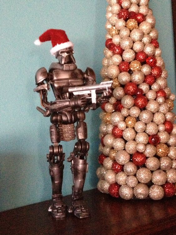 A Merry Cylon Christmas and a Happy New Year!  That's my Cylon decked out for the holidays!  : )