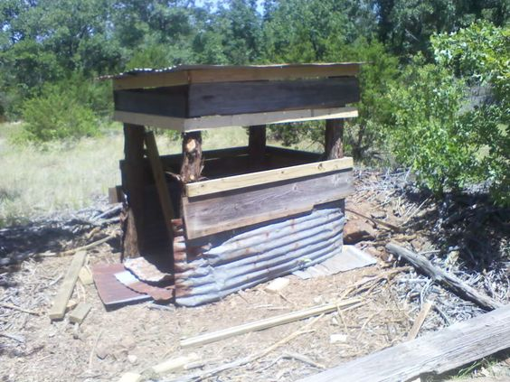 Deer blinds deer and pallets on pinterest for Deer stand made from pallets