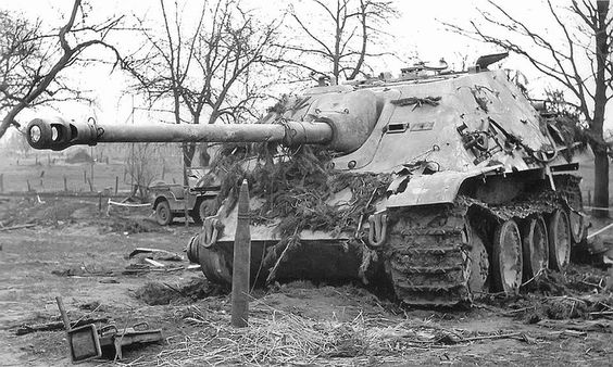 """The awesome jagdpanther """"hunting Panther"""" and a 8.8cm PaK 43 projectile"""