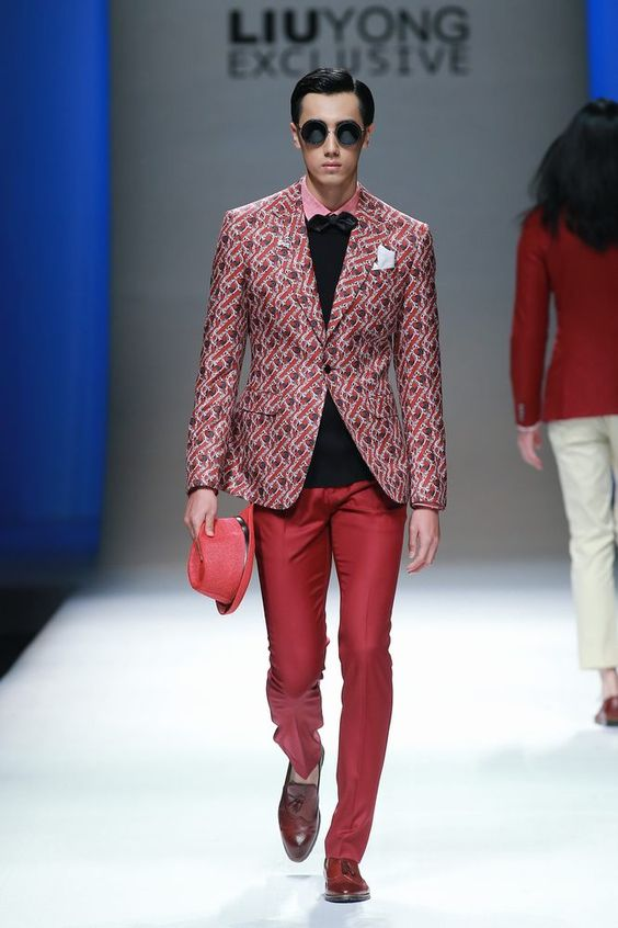 Mostrando un desfile con la total elegancia bespoke para el hombre, Liu Yong Private Custom hace gala de su colección Spring 2016 en la semana de la moda de China