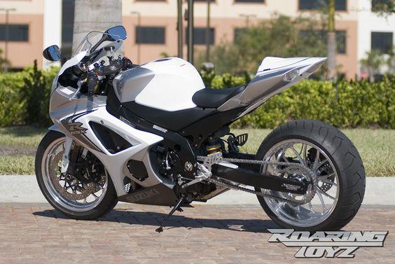 suzuki-gsxr-1000-240-wide-tire-white-silver
