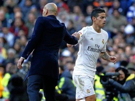 Real Madrid: la madre de James Rodríguez explota con Zinedine Zidane. April 06, 2016.
