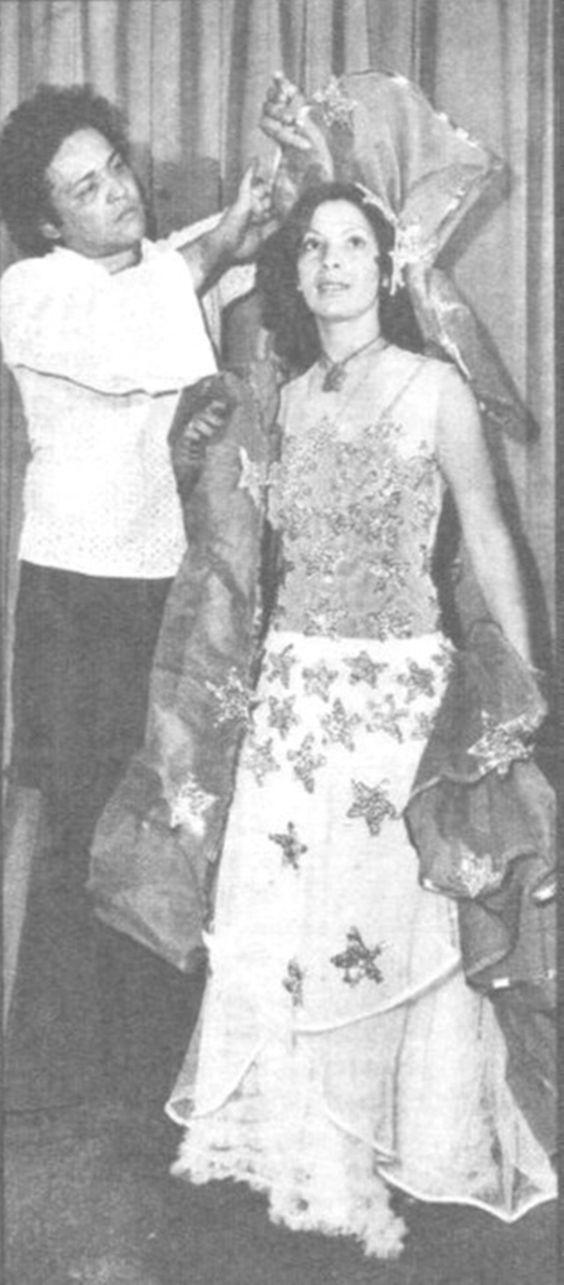 Em seu estilo, a cantora Clara Nunes glorificou as raízes afro-brasileiras.: