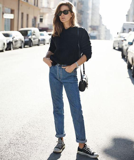 Mom jeans, all star preto, moleton preto. Guita Moda: 7 trends dos anos 90 que voltaram com tudo: