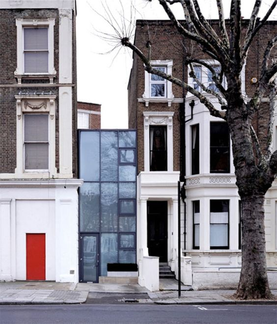 Tiny Urban Space Sandwiched Between Two Traditional