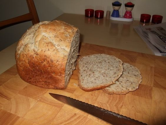 """Här är ytterligare ett bröd som är inspirerat från boken """"Kärlek, oliver och timjan"""". Görs på en kväll, färdigt till morgonen efter. Namnet ..."""