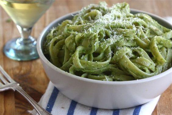 Avocado Pesto Pasta.: Olive Oil, Avocado Pesto Pasta, פסטה עם, Pasta Pasta, Yummy Food, Cozy Kitchen, Avacado Pesto, Nom Nom, עם פסטו