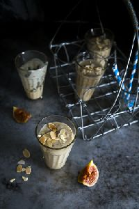 fig, oat and banana smoothie