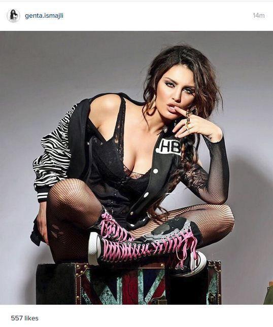 Foto #Genta ekspozon gjoksin seksi