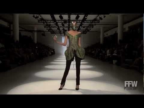 ▶ Lino Villaventura - Summer 2013-14 - SPFW - YouTube