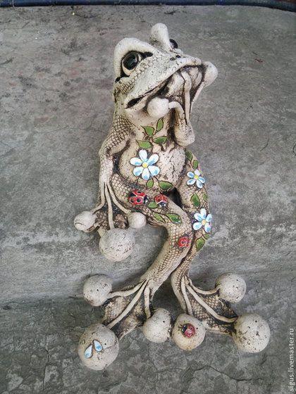 Экстерьер и дача ручной работы. Лягушка-очаровашка в цветочек. Сигус. Ярмарка Мастеров. Садовый декор, подарок с юмором