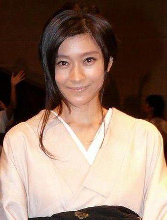 着物を着ている篠原涼子