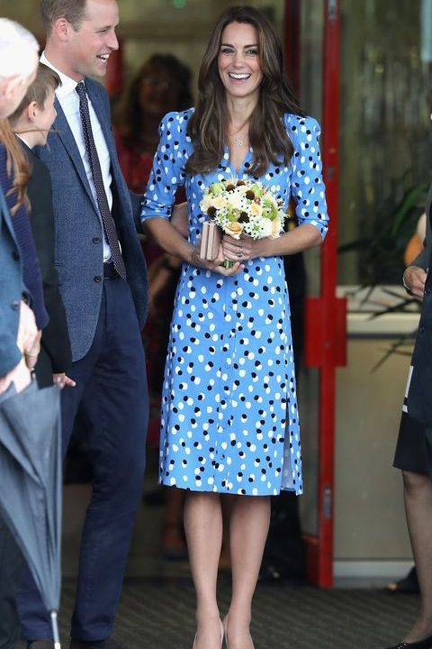kate middleton polka dot blue buttoned shirt dress for school visit in 2020 kate middleton dress kate middleton outfits kate middleton pinterest