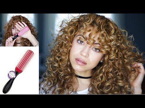 Warum Kelly Eine Denman Brush Fur Ihre Naturlocken Nutzt Naturlocken Tools Styling Locken Curly Hair Styles Denman Brush Curly Hair Care