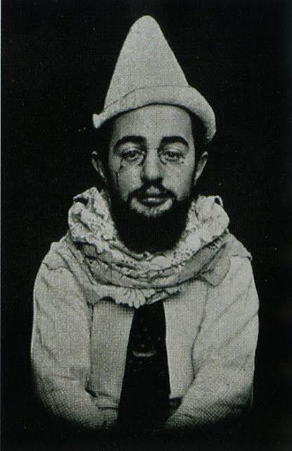 """""""A melhor coisa que você vai aprender é apenas amar e ser amado de volta. """"- Henri De Toulouse-Lautrec"""