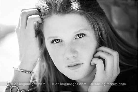 Stunning high school senior picture. Close up portrait. #arisingimages #seniors #photoshoot #pose