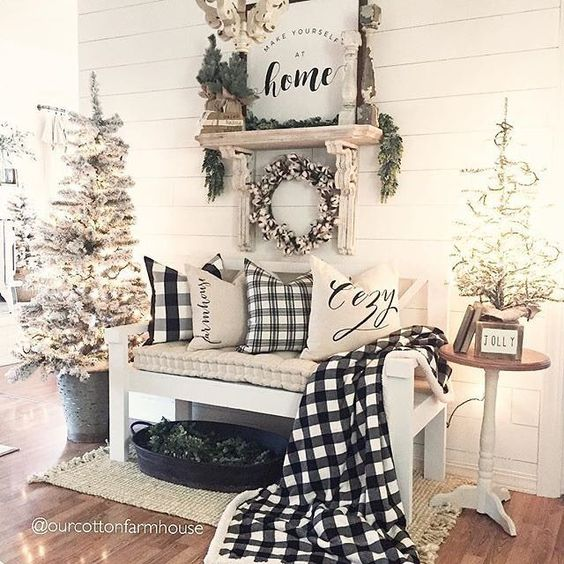 We'd love to sit awhile in this space filled w Christmas cheer & impeccable #holidaydecor style! Our Cotton Wreath compliments beautifully the black & white theme too. #walldecor #homedecor