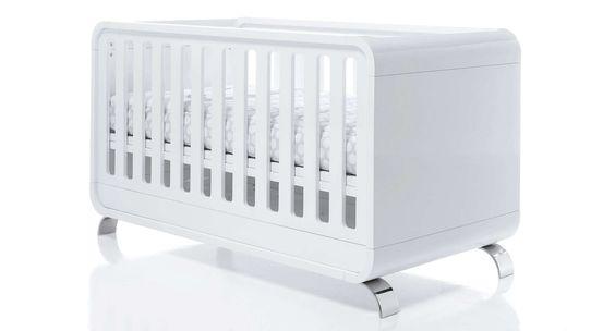 Cuna KURVE PREMIUM Alondra. Una cuna de bebé elegante y de diseño, completamente de color blanco... Un espacio completamente único para bebés...