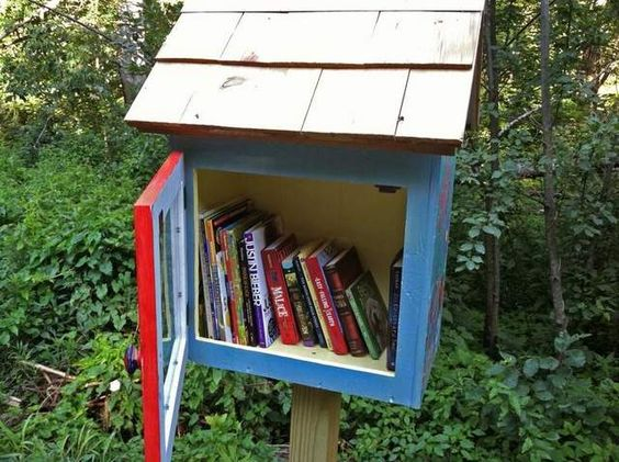 Bolton's little libraries on posts replace bookmobile http://bfpne.ws/NzNX5V