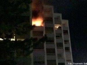 Balkonbrand breitet sich auf Wohnung aus http://www.feuerwehrleben.de/balkonbrand-breitet-sich-auf-wohnung-aus/ #feuerwehr #firefighter