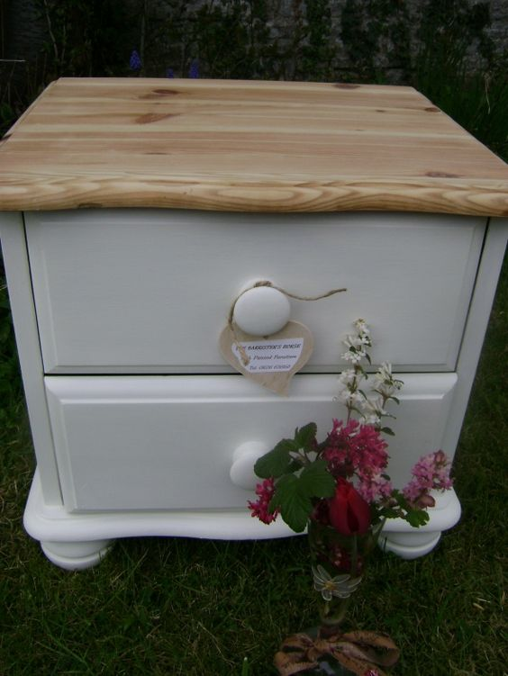 Natural Wood Top With The Base Painted In Autentico Vintage 39 Ivory 39 Chalk Paint Then Clear