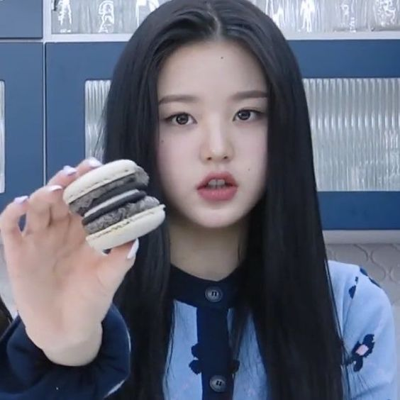 Izone Jang Wonyoung Lq Low Quality Oreo Macaron Food Eating Kpop Gg Idol Girl Group Girl Icons Kpop Girl Groups Kpop Girls