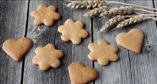Finnish Christmas food, holiday meal, baked ham, rutabaga casserole, pastries, glögi, glögg, mulled wine, cinnamon, nutmeg, cloves, gingerbread cookies, Helsinki, Finland