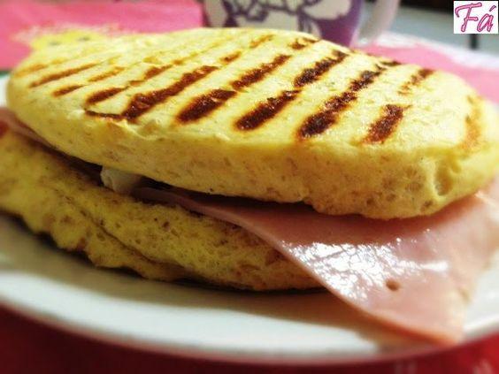 Pão de requeijão de micro-ondas Dukan. A receita é super prática de fazer e acima de tudo muito saudável e saborosa. Experimente!