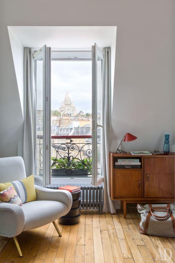Visite d'un adorable petit appartement parisien sous les toits