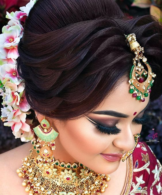 15 Best Indian Bridal Hairstyle Ideas For 2019 Inspired From Celeb Weddings Ethinify In 2020 Bridal Eye Makeup Bridal Hair Buns Bridal Hairdo