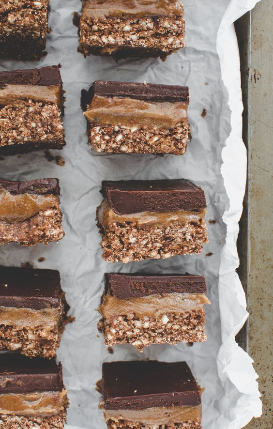 These no-bake caramel chocolate slices is a healthy twist on classic caramel slice. The caramel made from gooey Medjool dates, soaked cashews and almond butter—is much healthier and easier to make than conventional caramel. #raw #nobake #vegan