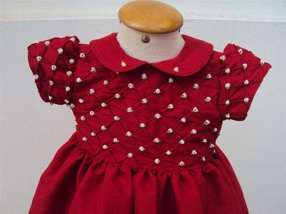 Vestido de Festa: Em tecido shantung vermelho, modelo prega com delicados bordados                contato@beijaflormodas.com.br