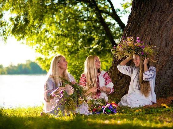 Лучшие заговоры и гадания на Троицу! » Женский Мир